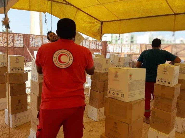 توزيع مساعدات غذائية وغير غذائية للنازحين