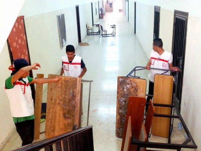 مساعدة شبيبة الهلال الأحمر لمدرسة .