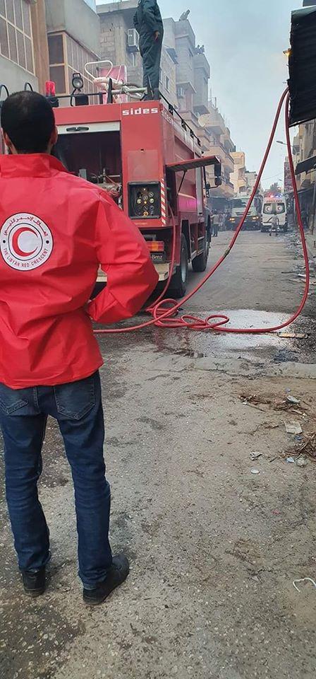 مساعدة رجال هيأة السلامة الوطنية في اخماد الحريق