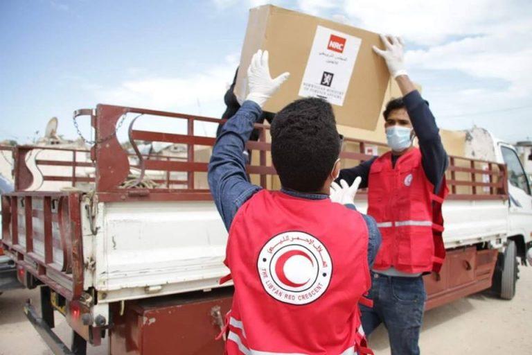 توزيع مواد تنظيف على مخيمات اللاجئين النازحين