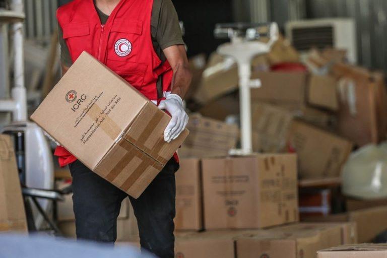 توزع اغاثة غذائية وغير غذائية على نازحين اهالي المنطقة الغربية